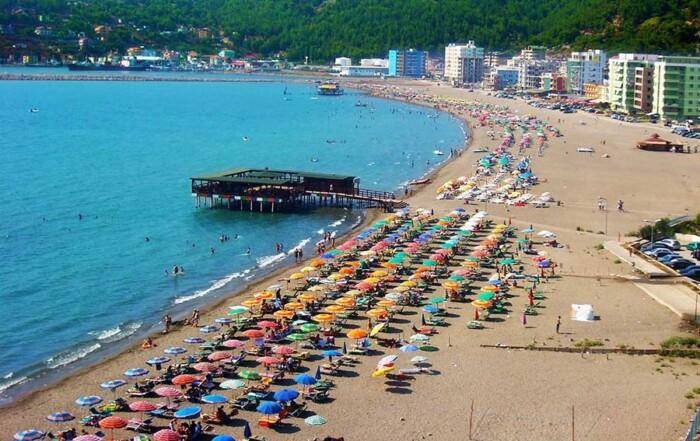 Почивка на Адриатическото крайбрежие, Албания